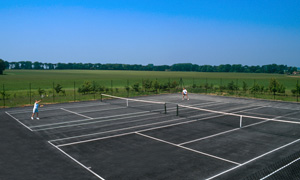 Holiday Cottages with Tennis Courts