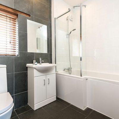 Owl Luxury Holiday Cottage Bathroom