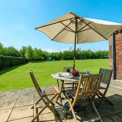 Owl Luxury Holiday Cottage Terrace