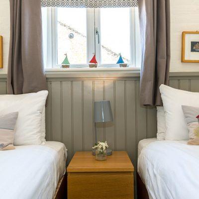 Owl Luxury Holiday Cottage Twin Bedroom