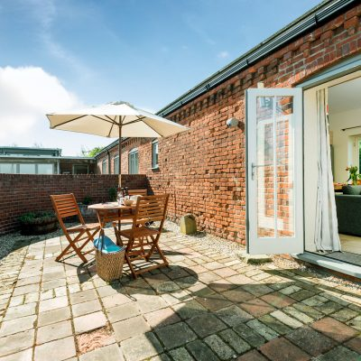 Coot Luxury Holiday Cottage Courtyard