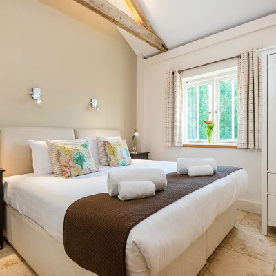 Avocet Luxury Holiday Cottage  Super-king bedroom