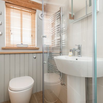 Swallow Luxury Holiday Cottage Bedroom Bathroom