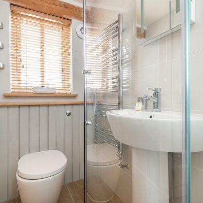 Swallow Luxury Holiday Cottage Bedroom Bathroom