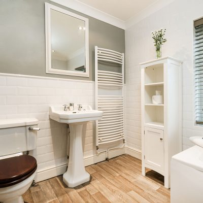 End Cottage Luxury Pet Friendly Holiday Cottage Bathroom